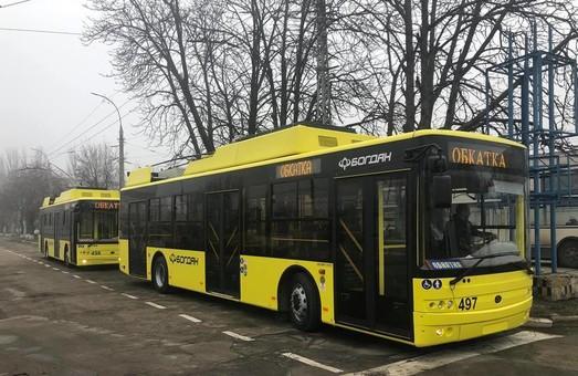 С опозданием, но с автономным ходом – «Богдан» поставил в Херсон новые троллейбусы