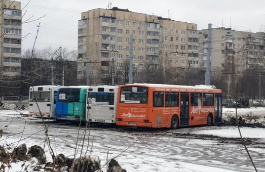Во Львове коммунальные автобусы нашли на территории троллейбусного депо