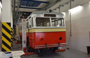 В Праге восстанавливают уникальный троллейбус «Praga TOT»