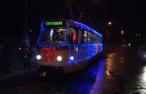 Вчера по Николаеву ездил празднично украшенный «трамвай влюбленных»