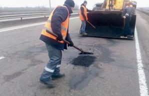 Одесские дорожники уже залатали ямы на трассах Одесса – Южный и Одесса – Мелитополь
