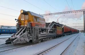 В вагонном депо Подольска Одесской железной дороги ремонтируют путевую спецтехнику