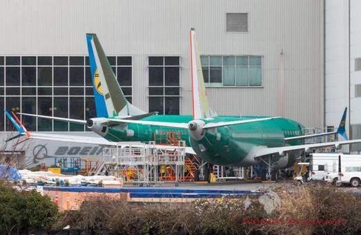 В США завершили сборку первого авиалайнера «Boeing 737 MAX 8» для украинской авиакомпании