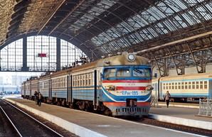 В связи с реконструкцией привокзальной площади во Львове почти все поезда будут останавливаться на Подзамче