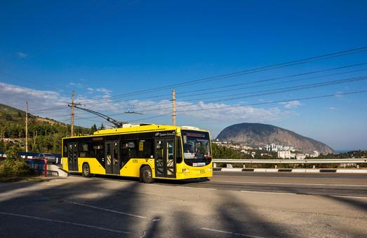 В Керчь из Ялты передали три троллейбуса российского производства
