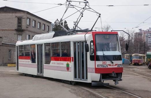 В Запорожье на линию вышел еще один трамвай, собранный в депо