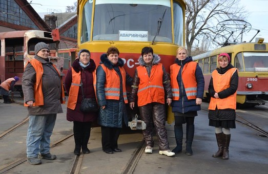 «Пассажирский транспорт» поздравляет работниц электротранспорта и всех читательниц с Международным женским днем