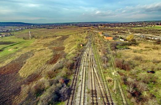 В Украине движение поездов закрыто на почти 2000 километров путей