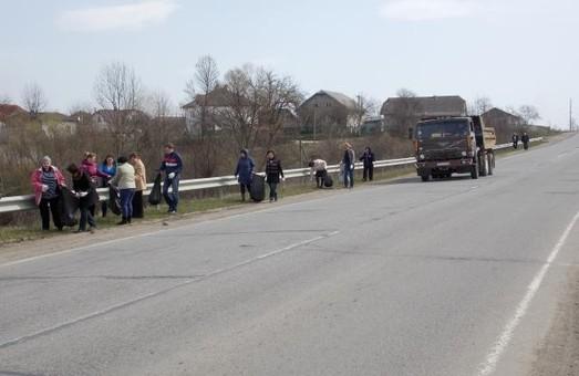 Одесским дорожникам не хватает средств на уборку обочин автодорог