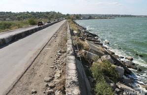 Дамбу на Хаджибейском лимане реконструируют с расширением дороги и созданием набережной