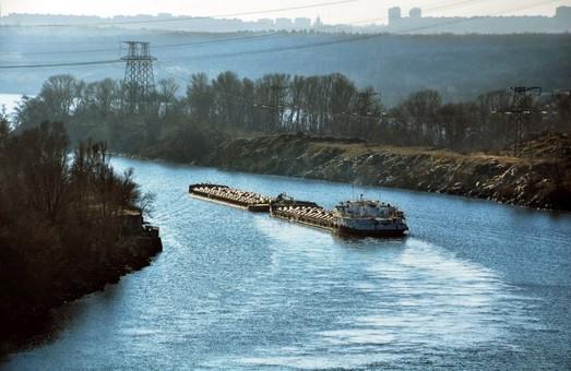 По рекам Украины в прошлом году перевезли 16,5 миллионов тонн грузов