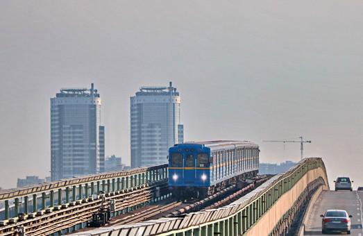 Киев хочет приобрести 50 новых вагонов метро