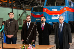 Крюковский вагоностроительный завод сегодня передал «Укрзализныци» последние пять локомотивов ТЕ33АС «Тризуб»
