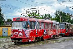 В трамвайном депо Львова восстанавливают еще один ретро-трамвай (ФОТО)