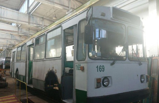 В троллейбусном депо Луцка показали, как ремонтируют троллейбусы (ФОТО)