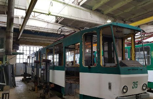 В трамвайном депо Житомира проводят ремонт трамвая «Tatra KT4SU»