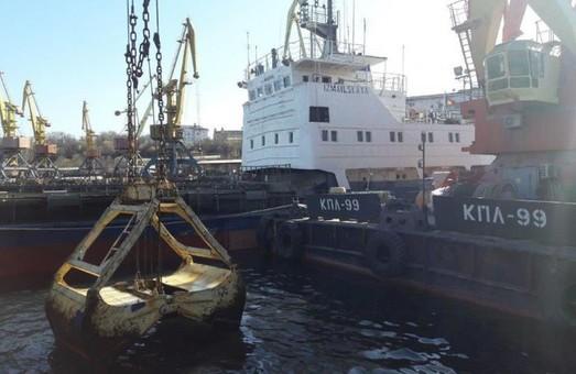 В Одесском порту ведутся работы по эксплуатационному дноуглублению