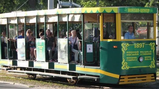 Жители и гости Днепра снова могут кататься на ретро-трамвае