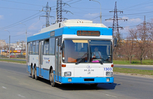 Мэр Мариуполя подписал кредитный договор на 18 миллионов евро для закупки новых троллейбусов