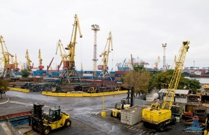 От властей Одессы требуют обеспечить беспрепятственный въезд транспорта в Одесский порт