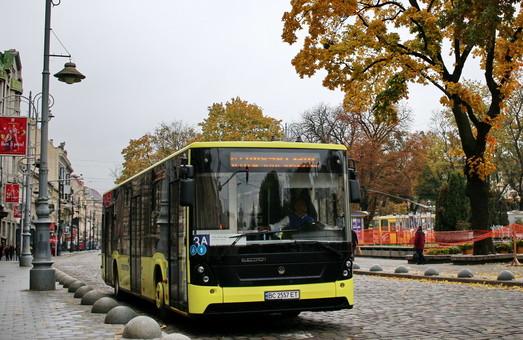 Во Львове никак не могут разобраться, сколько коммунальных автобусов выходит на маршруты