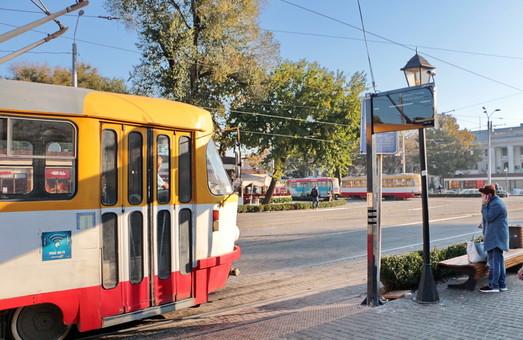 Услуги по обработке данных для двух онлайн-табло на остановках в Одессе обойдутся почти в 12,5 тысяч гривен