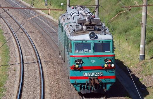 Услуги консультанта по выбору параметров электровозов, которые будет закупать «Укрзализныця», оценили в 3,3 миллиона гривен