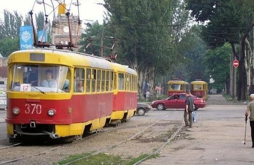 В Запорожье укладывают новые трамвайные пути