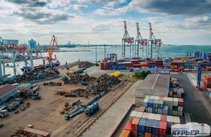 За четыре месяца текущего года порт Пивденный под Одессой увеличил перевалку контейнеров в два с половиной раза