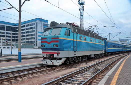 На летнее время «Укрзализныця» продлила два поезда до популярных курортов