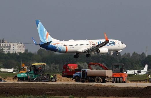 В Одессе быстрыми темпами строят новую взлетно-посадочную полосу в международном аэропорту