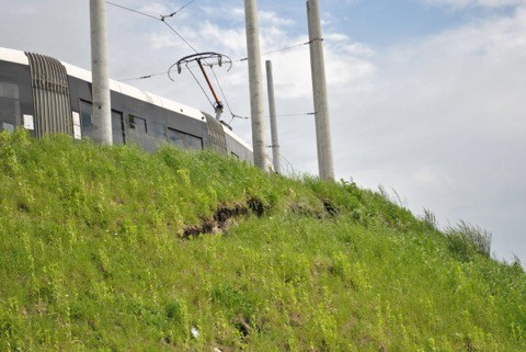 Во Львове на Сихове оползла насыпь трамвайных путей