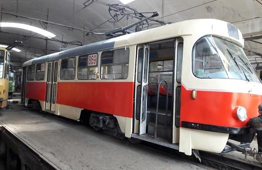 Во Львове завершают капитальный ремонт ретро-трамвая
