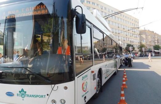 Двух потенциальных поставщиков троллейбусов в Днепр местные журналисты обвиняют в связях между собою и в тендерных махинациях