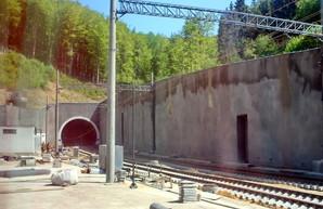 Год назад поезда пошли через новый Бескидский туннель в Карпатах