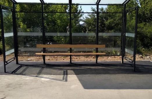 На дорогах Одесской области ставят стеклянные автобусные остановки (ФОТО)