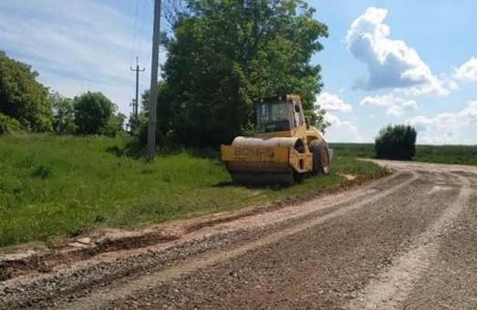 В Кодымском районе Одесской области ремонтируют местные автодороги