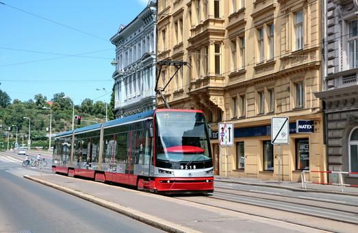 Мэр Днепра полетел в Чехию смотреть на новые трамваи