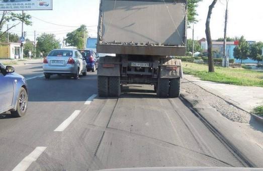 Большегрузному транспорту разрешат перемещаться по автодорогам Украины только по ночам