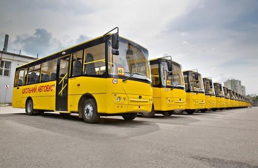 Завод в Луцке отправил в Житомир пять школьных автобусов «Богдан»