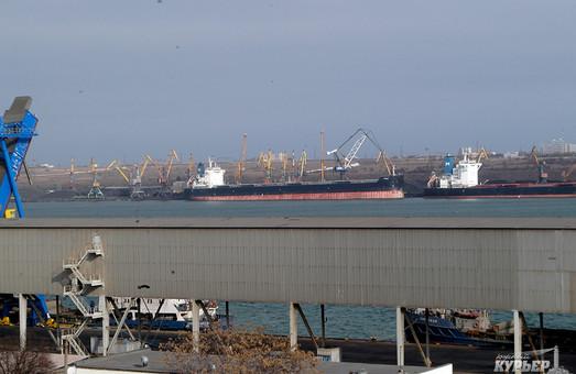 Кабмин переименовал двух государственных стивидоров, работающих в портах Большой Одессы