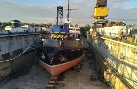 В Измаиле Одесской области ремонтируют теплоход-земснаряд