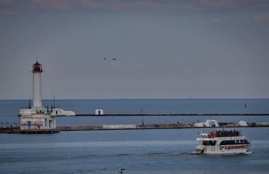 В Одессе растет популярность морских прогулок на катерах и теплоходах