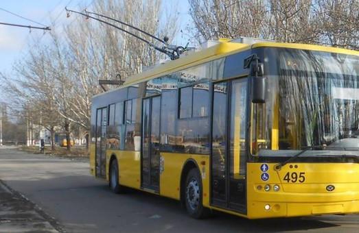 В троллейбусах Херсона пассажиры чаще начали оплачивать проезд
