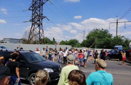Вчера в Одессе жители Усатово перекрывали Объездную дорогу