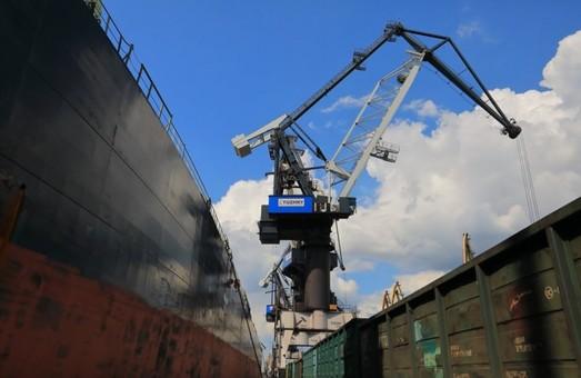Государственный стивидор – «Морской торговый порт «Пивденный» уже перевыполнил план по перевалке грузов за первое полугодие