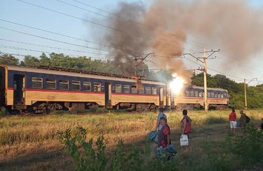 Неподалеку от Днепра сегодня сутра горела электричка