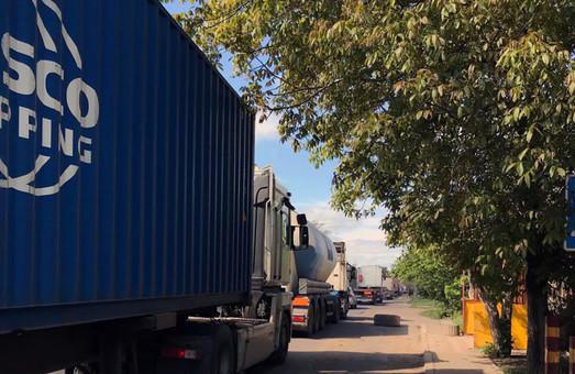 Под Одессой снова протестуют против проезда фур, направляющихся в порт, по улицам населенных пунктов