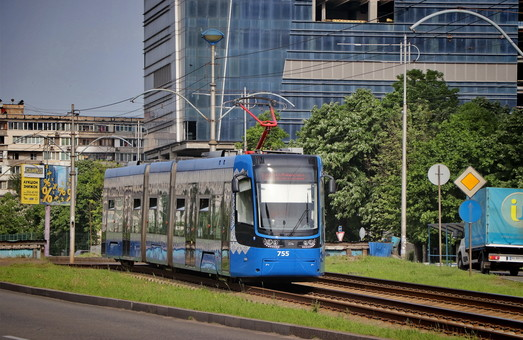 В Киеве временно прекратил работу правобережный скоростной трамвай