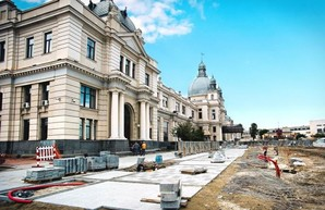 Во Львове параллельно с ремонтом привокзальной площади ремонтируют сам вокзал